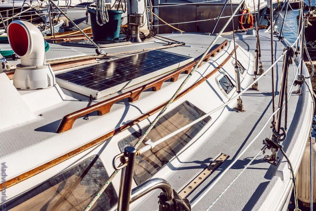 panneaux photovoltaïques bateau