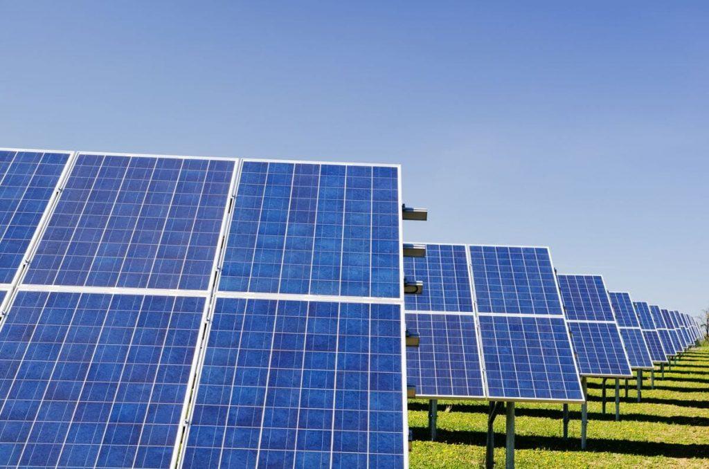 objets connectés et énergie solaire