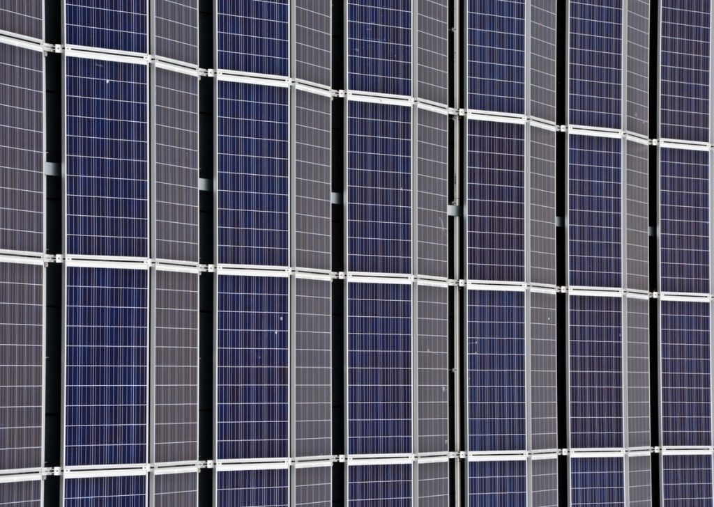 panneaux solaires associé aux thermostats connectés