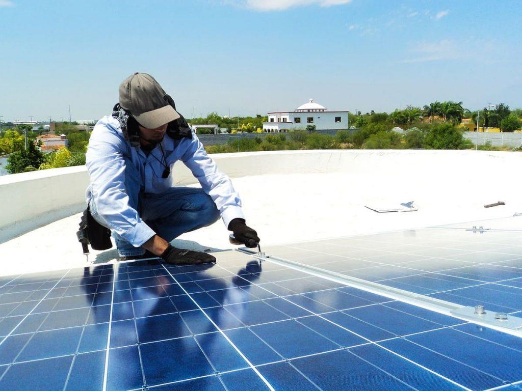 Pose panneaux solaires maison 100m2