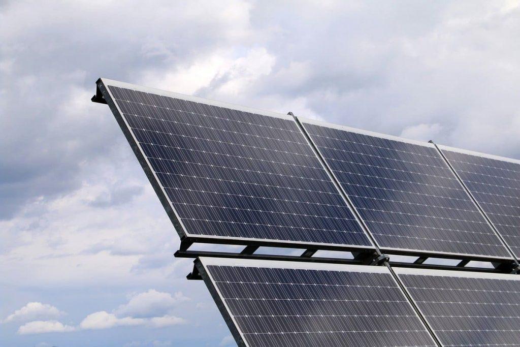 Panneaux solaires pour alimenter les voitures électriques