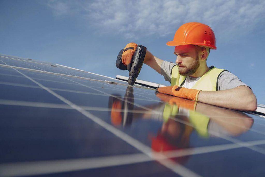travaux installation panneaux solaires