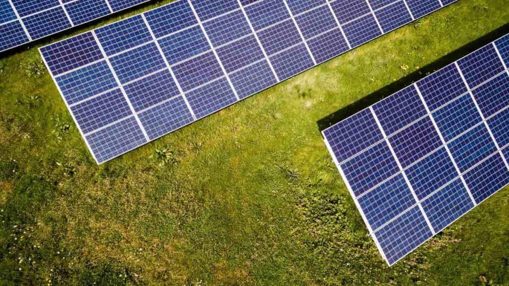 panneaux solaires production energie renouvelable